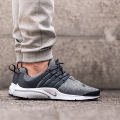 Nike Air Presto Fleece Pack: Tumbled Grey/Black