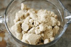 How to soften rock hard brown sugar in just This tip will get hard and lumpy brown sugar soft and silky and ready to use in no time! Hard Brown Sugar, Soften Brown Sugar, Rib Recipes, Cooking Recipes, Beef Ribs Recipe, Vegetable Stew, Baking Tips, Baking Hacks, Food Hacks
