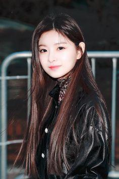 190322 cr Vault, My Queen! Kpop Girl Groups, Korean Girl Groups, Kpop Girls, Korean Beauty, Asian Beauty, K Pop, Cute Girls, Cool Girl, Pretty Girls