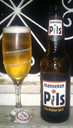 Cerveja Manneken Pils , estilo Bohemian Pilsener, produzida por Lefebvre, Bélgica. 5% ABV de álcool.