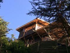 Galería de Casa en la punta del cerro / Lotecircular - 3 Lakefront Homes, Bedroom Loft, House Rooms, Ranch, Villa, House Design, Cabin, Architecture, House Styles