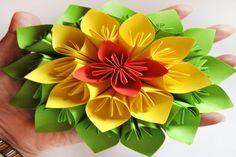 Haz esta flor de papel estilo Kusudama para decorar tu rincón favorito | Manualidades