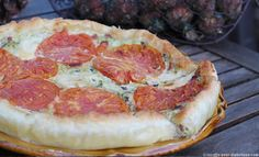 Tarte aux Courgettes et aux TomatesUne recette idéale pour un repas du soir. Peu de viande, des légumes en quantité généreuse et des féculents à adapter.