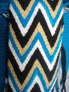 Fajón wayuu #asonia #ply-split braiding Tapestry Bag, Tapestry Crochet, Native American Crafts, Knitted Headband, Cable Knit, Purses And Bags, Braids, Weaving, Textiles