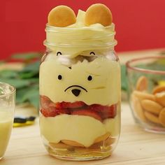 A smackerel of sweetness for your Sunday morning! 🍯 Try out this Winnie the Pooh hunny parfait for the perfect picnic snack. Disney Desserts, Cute Desserts, Disney Inspired Food, Disney Food, Baby Disney, Disney Family, Winnie The Pooh Birthday, Baby Birthday, Birthday Ideas