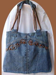 Modelo de bolso de jean reciclado y cuero