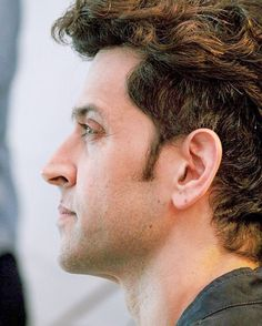 new top ten handsome hero Hrithik Roshan pictures - Life is Won for Flying (wonfy) Hrithik Roshan Hairstyle, Bollywood Pictures, Dslr Background Images, Most Handsome Men, Greek Gods, Bollywood Actors, Picture Collection, Favorite Person, Male Beauty