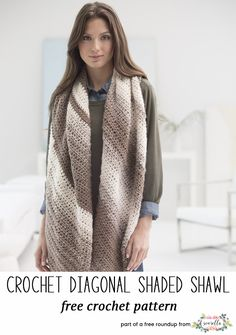 Crochet this easy striped gradient shawl from my stylish crochet shawls free pattern roundup!