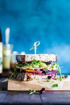 Simple ingredients shine in this easy vegetarian sandwich recipe. Roasted Beet and Sauerkraut Sandwich with whole grain mustard brings the flavors together! Best Vegetarian Sandwiches, Vegetarian Recipes, Healthy Sandwiches, Lunch Recipes, Bbq Sandwich, Sandwich Board, Buffet, Healty Dinner, Gourmet