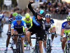 After leading out Cav for the win yesterday, EBH takes the honours for himself on Stage 3, with Team Sky dominating the sprints at Tirreno-Adriatico