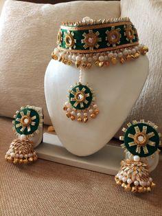 Beautiful gota jewellery for haldi and mehendi function. Flower Jewellery For Haldi, Indian Jewelry Earrings, Indian Jewelry Sets, Indian Wedding Jewelry, Bridal Jewelry, Diy Kundan Jewellery, Mehndi, Gota Patti Jewellery, Gold Earrings Designs