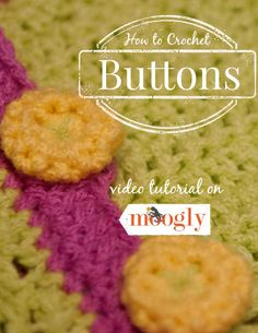How to Crochet Buttons - a video tutorial on Moogly! Right and Left handed versions included! thanks so xox Crochet Stitches Patterns, Crochet Motif, Crochet Flowers, Crochet Hooks, Free Crochet, Learn Crochet, Yarn Flowers, Crochet Appliques, Scarf Patterns