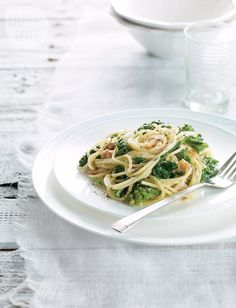 Recipe: Pasta carbonara with bacon and rapini—A light summer pasta with olive oil, garlic, bacon and fresh rapini. Healthy Pasta Recipes, Healthy Pastas, Cooking Recipes, Rice Recipes, Pasta With Olives, Pizza, Supper Recipes, Pasta Dishes, Italian Recipes