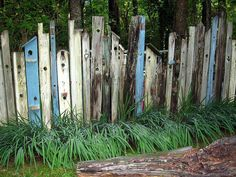 Birdhouse fencing - LOVE this~