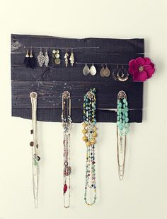 most extraordinary jewelry display - made from a reclaimed palette, nails & wire. GAWWW-JUSS.