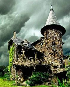 The Witch House in France - Architecture and Urban Living - Modern and Historical Buildings - City Planning - Travel Photography Destinations - Amazing Scary Places Abandoned Buildings, City Buildings, Modern Buildings, Abandoned Places, Beautiful World, Beautiful Places, Houses In France, Haunted Dollhouse, Single Handle Bathroom Faucet