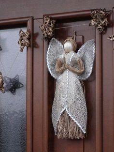 DIY Christmas Decorations and Ideas for your Home Christmas Angel Crafts, Diy Christmas Decorations, Burlap Christmas, Xmas Ornaments, Christmas Projects, Diy And Crafts, Christmas Wreaths, Christmas Crafts, Neli Quilling