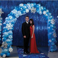 Winter Gatherings: cheesy but creative winter archway. #Yuleball #TwelfthNight #WinterParty