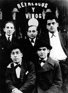 Benjamín Jarnés, Huberto Pérez de la Ossa, Luis Buñuel (arriba, de izquierda a derecha), Rafael Barradas y Federico García Lorca (abajo) en Madrid el año 1923.