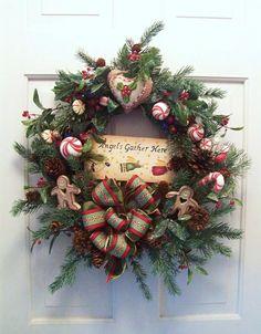 Couronne pour la porte d'entrée bien dans l'esprit festif