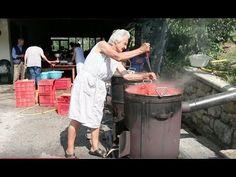 Making tomato passata needs family and friends working hard for the day. Italian Pasta, Italian Cooking, Italian Foods, Pesto Sauce, Pesto Pasta, Tomato Sauce, Distilling Equipment, Pasta Recipes, Cooking Recipes
