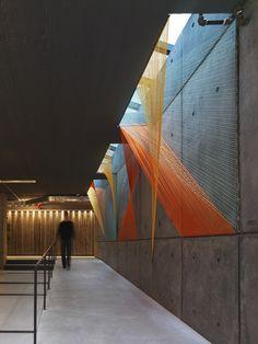 Galería de Arte y Arquitectura: Prisma, hilos que conducen al ilusorio espacio…