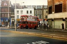 RM 912 (or 962?) pulls out of Mare Street into Morning Lane on a sunny afternoon where the only Kink is in the road.  Taken with Pentax K1000