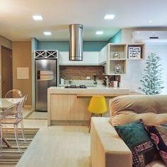 Sala integrada e colorida!    #cozinha #sucesso #sala #integração #sacada #varanda #espelho #reforma #reformar #reformando #ap #apto #meuap #cozinha #sofa #mesa #look #lookdodia #amo #amei #arquitetura #amor #amando #apaixonada #apaixonado #morar #casar #casando