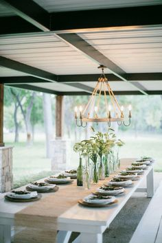 Fixer Upper: Clint from Harp Design Co built a 14 foot farm table for the family to gather around. The outdoor dining area is covered and overlooks the river, making it an ideal place to host guests. Magnolia Farms, Magnolia Market, Magnolia Homes, Fixer Upper Season 2, Estilo Joanna Gaines, Harp Design Co, Magnolia Fixer Upper, Malibu Beach House, Porches