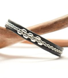 Swedish Sami Bracelet of pewter thread with 4 % silver, and reindeer leather. Vikings, Thread Jewellery, Silver Beads, 925 Silver, Leather Jewelry, Wire Wrapped Jewelry, Jewelry Crafts, Pewter, Beaded Bracelets