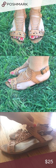 Nine West Leather Sandals From Nine West American Vintage Collection ▪️Worn in vintage look▪️soft beige leather▪️slight wedge to the heel▪️LOVE these❤️ Shoes Sandals