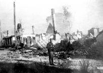 תצלום. The ruins of a synagogue after a bombing in the ghetto