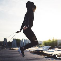 Exercise and diet can help you get rid of belly fat and body fat, in general, but you may be wondering what the best exercise to get rid of belly fat is. Rid Belly Fat, Burn Belly Fat, Sports Dietitian, Jump Rope Workout, Crossfit Shoes, Muscle Up, Body Composition, Boost Your Metabolism, Want To Lose Weight
