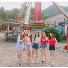 Mode Ulzzang, Ulzzang Korean Girl, Cute Korean Girl, Ulzzang Couple, Best Friend Pictures, Bff Pictures, Korean Best Friends, Girl Friendship, Western Girl