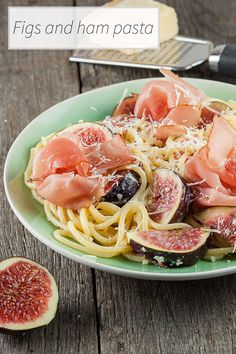 Especially for the ones that smile when they notice fresh figs at the store. Creamy figs and ham pasta that's ready in 15 minutes. Easy and very delicious.