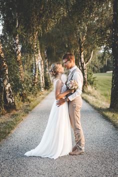 Eine Traumlocation zum Heiraten in Oberösterreich Portrait, Lavender, Wedding Photography, Couple Photos, Couples, Wedding Dresses, Photos, Getting Married, Wedding Shot