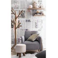 Je tapisse un mur de papier journal pour en faire un papier peint qui coute zéro euro En savoir plus sur http://www.cotemaison.fr/inspirations/relooking-gratuit-mon-relooking-deco-pas-cher-pour-0-euro_23790.html#G9RJ2d3imxPpKlOY.99