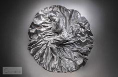 【超精巧】グルグル巻いて作られた「針金の彫刻」の人物像、その驚異のリアリティ