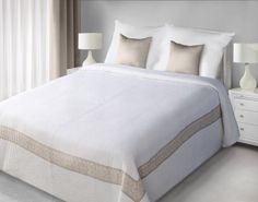 Bielo-béžový prehoz Lea je dostupný v dvoch rozmeroch: 170x210 alebo 220x240 cm.