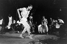 Operation Gwamba - Hosted by Google.  Amerikaan John Walsh feest met zijn Marron team.  LIFE images, 1964 Stan Wayman