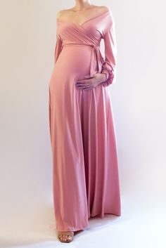Pink Maxi Dress, Pink Maternity Dress, Christmas Maternity Dress - This maternity dress is just so perfect for a Christmas maternity photoshoot! Take this beautiful pink maxi dress to your pregnancy shoot, and take lots of gorgeous maternity pictures! Baby Shower Dress Winter, Maternity Dresses For Baby Shower, Maternity Photos, Maternity Maxi, Maternity Clothing, Maternity Gowns Formal, Celebrity Maternity Style, Summer Maternity Fashion, Stylish Maternity