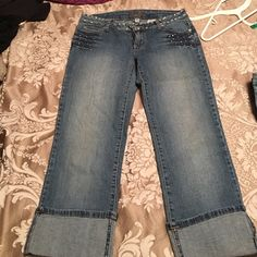 Younique jeans size 5 all studded So so cute. All studded size 5 capri jeans Younique Jeans Ankle & Cropped