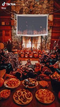 Casa Halloween, Halloween Movie Night, Halloween Inspo, Halloween Season, Vintage Halloween, Happy Halloween, Halloween Party, Halloween Decorations, Autumn Cozy
