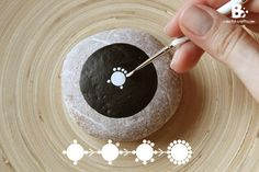 Mandala Stone Painting – Instructions Source by Dot Art Painting, Rock Painting Designs, Mandala Painting, Pebble Painting, Pebble Art, Stone Painting, Mandala Painted Rocks, Mandala Rocks, Stone Mandala