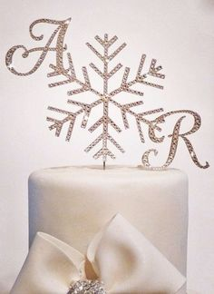 Snowflakes are one of the symbols of winter, so why not include them into your winter wedding décor? Take snowflake accessories – earrings, headpieces, necklaces, sashes – and you'll turn into a charming snow queen! Table runners, centerpieces...