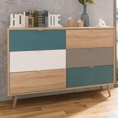 Kommode Faucette bringt den Skandinavischen Stil in ihr Wohnzimmer. Natürliche Holztöne kombiniert mit weiß und türkis. #wohnzimmer #sideboard #kommode