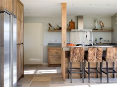 Een eiken keuken van RestyleXL staat garant voor sfeer en authenticiteit. De houtpartijen wisselen telkens, dus elke keuken is uniek! Informeer hier!