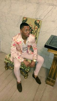 Western Fashion: Comely Suit Outfits for Men Prom Outfits For Guys, Prom For Guys, Prom Suits For Men, Prom Fashion For Guys, Pink Prom Suit, Prom Tuxedo, Designer Suits For Men, Mens Fashion Suits, Suit And Tie