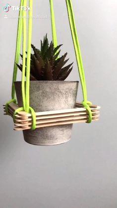 Diy Crafts Hacks, Diy Home Crafts, Craft Stick Crafts, Diys, Diy Decor Room, Diy Home Decor On A Budget, Hanging Flower Pots, Hanging Plants, Flower Pot Art