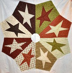 Dianne's Spinning Spools: April, May, and June Customer Quilts Diy Christmas Tree Skirt, Xmas Tree Skirts, Christmas Sewing, Christmas Projects, Christmas Quilting, Christmas Stockings, Christmas Things To Do, Christmas Crafts, Hanging Quilts